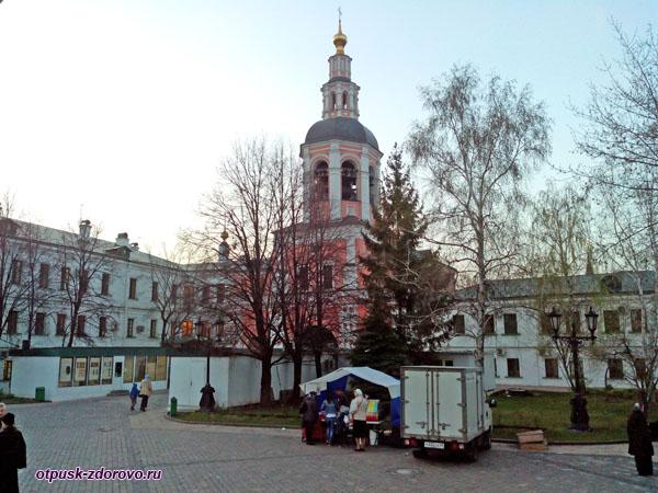 Торговые палатки, Свято-Даниловский монастырь в Москве
