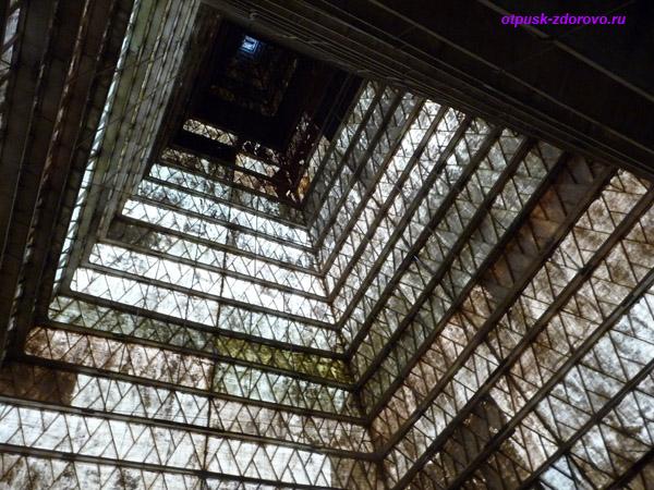 Внутри Новорижской пирамиды