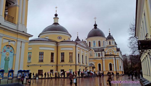 Храмы на территории Покровского монастыря в Москве, Матрона Московская