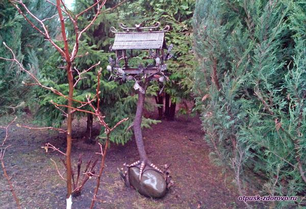 Необычная кормушка для птиц, Покровский монастырь в Москве