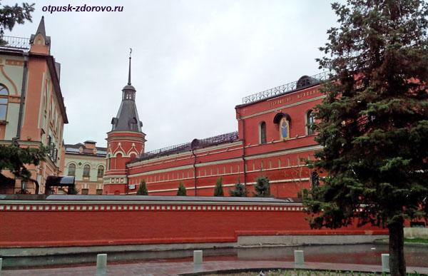 Покровский монастырь в Москве, монастырские стены