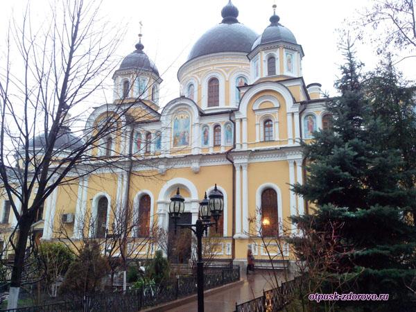 Воскресенский собор Покровского монастыря в Москве
