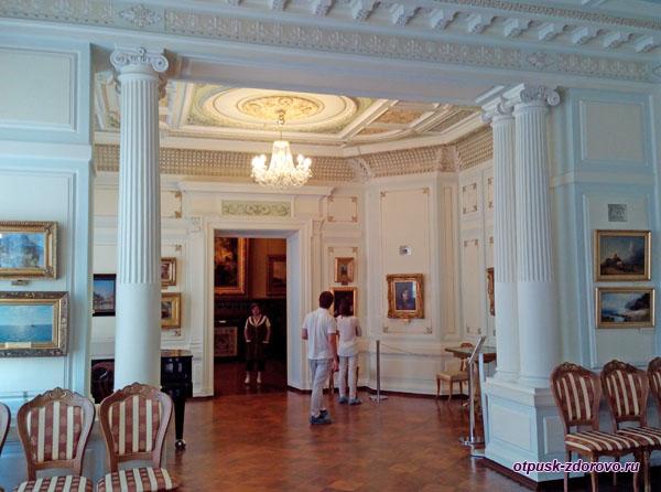 Парадная гостинная в доме Мараевых или Белый зал, Историко-художественный музей, Серпухов