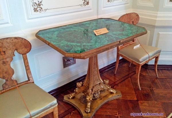 Малахитовый стол в доме Мараевых, Историко-художественный музей, Серпухов