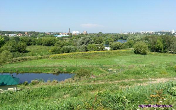 Вид на город Серпухов с холма Высоцкого монастыря