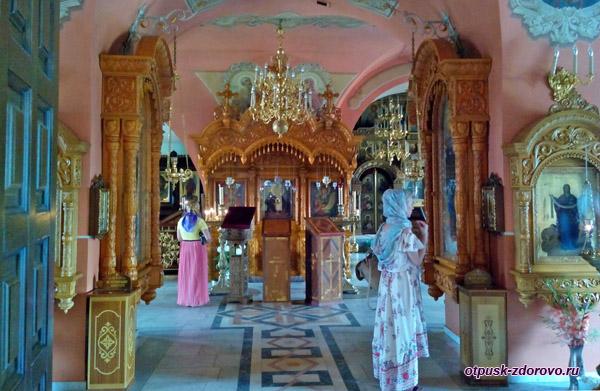 Покровский храм и икона Неупиваемая Чаша, Высоцкий монастырь, Серпухов