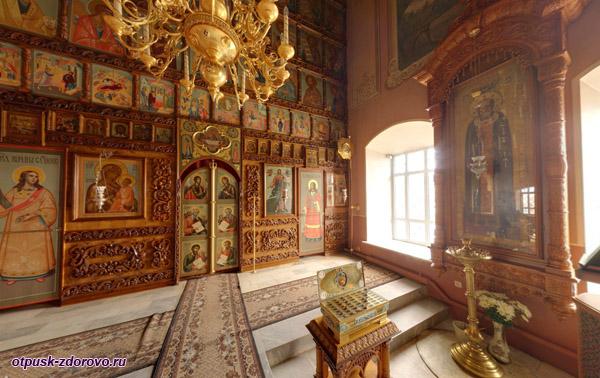 Внутри Покровского храма, Высоцкий монастырь, Серпухов