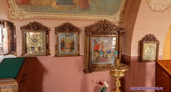 Внутри Покровского храма Георгий Победоносец, Высоцкий монастырь, Серпухов