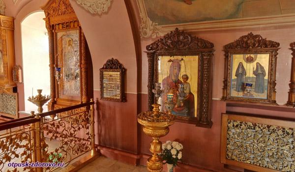 Внутри Покровского храма Скоропослушница, Высоцкий монастырь, Серпухов
