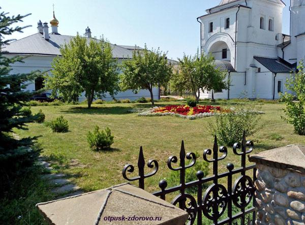 Захоронения на территории Высоцкого монастыря, Серпухов