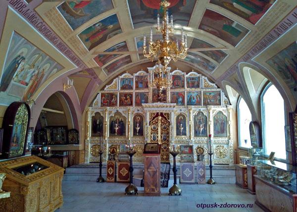 Внутри Никольского храма, Высоцкий монастырь, Серпухов