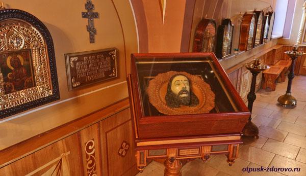 Объемная икона - голова Иоанна Предтечи в Никольском храме, Высоцкий монастырь, Серпухов