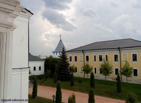 Грозовые тучи над Высоцким монастырем, Серпухов