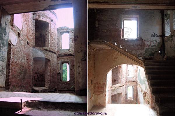 Усадьба Храповицкого в Муромцево, замок внутри, лестница