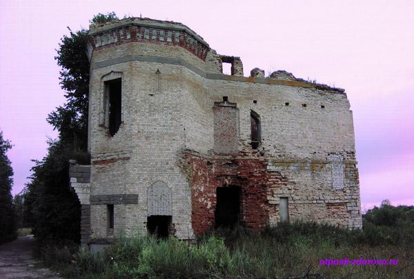 Усадьба Храповицкого в Муромцево, конюшни