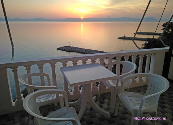 Вид на море и закат с балкона Apollon Apartments (район Каламата)