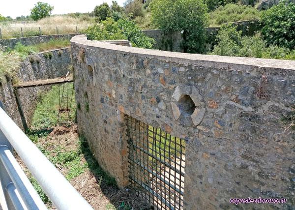 Катавотрес, укрепления для стока дождевых вод, район Аркадия на Пелопоннесе