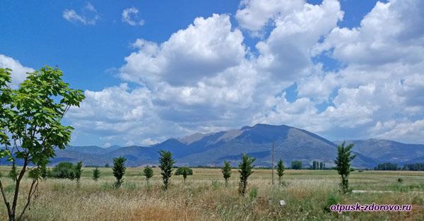 Облака, горы, долина