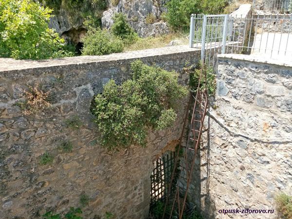 Укрепления для слива вод, Катавотрес, Капсас, Пелопоннес