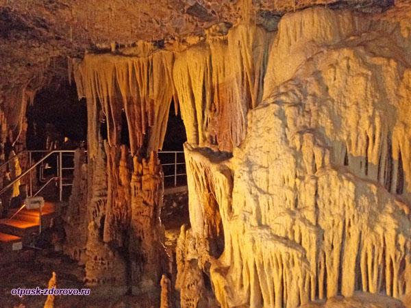 Пещера Капсия, сталактиты, Аркадия-Пелопоннес