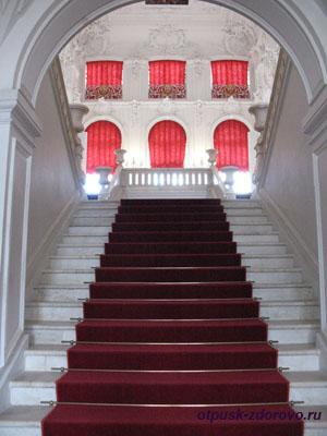 Екатерининский дворец в Царском Селе (город Пушкин), мраморная лестница
