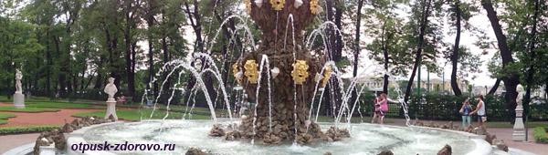 Фонтаны в Летнем саду в Санкт-Петербурге