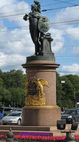 Марсово Поле в Санкт-Петербурге, памятник Суворову