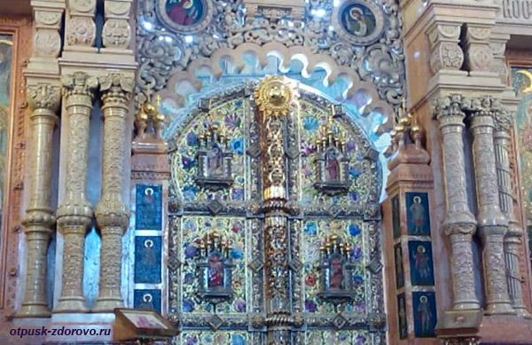 Собор Спаса-на-Крови в Санкт-Петербурге, резной иконостас