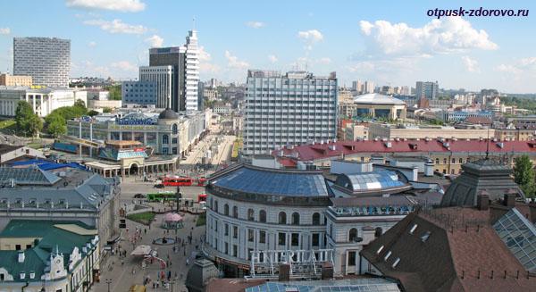 Вид сверху на улицу Баумана, площадь Тукая и Гранд Отель, Казань