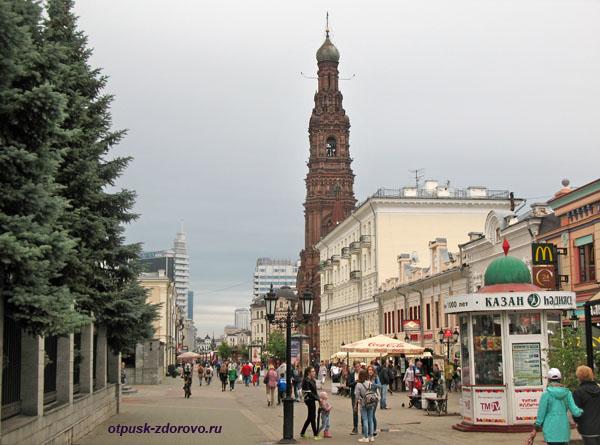 Колокольня Богоявленского собора и улица Баумана, Казань
