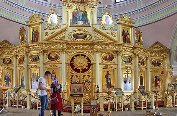 Внутри Крестовоздвиженского собора Казанского Богородицкого монастыря