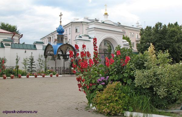 Колокола на территории Казанско-Богородицкого монастыря