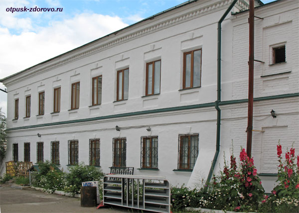 Гостиница для паломников на территории Богородицкого монастыря в Казани