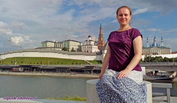 Вид на Казанский Кремль с моста через Казанку