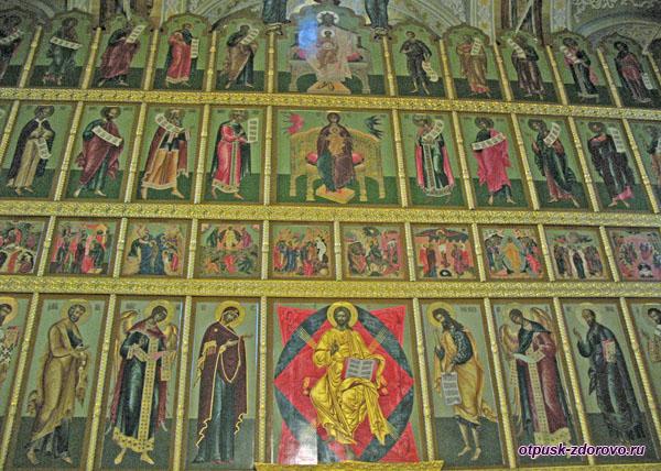 Иконостас Благовещенского собора на территории Казанского кремля
