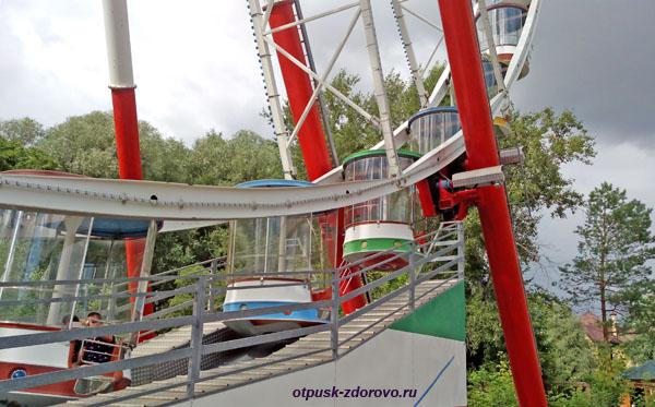 Кабинки Колеса Обозрения в казанском Парке Кырлай