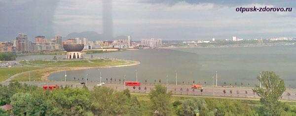Панорама Казани и центр бракосочетания Казан-Чаша