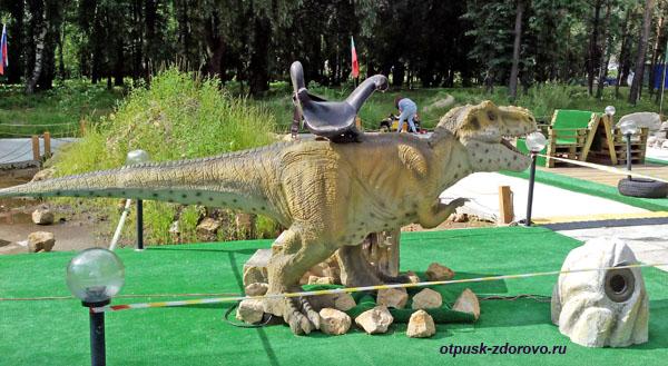 Динозавр в Парке Кырлай в Казани