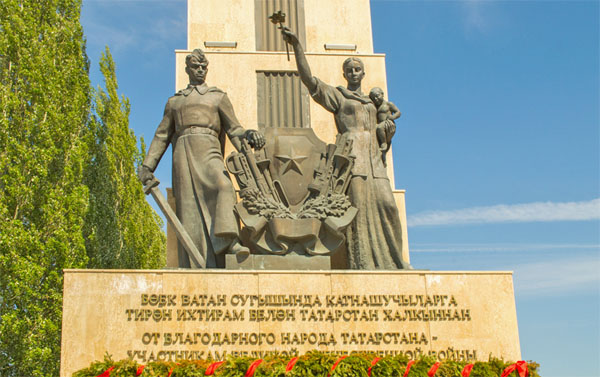 Скульптурная композиция в Парке Победы в Казани