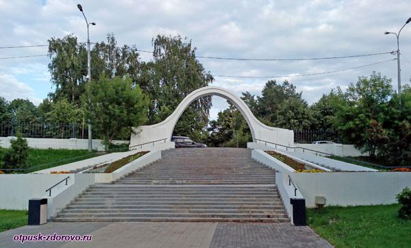 Казанский Парк Чёрное озеро и Арка влюблённых