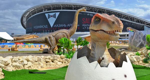 Динозавры на фоне Казань-Арены, Юркин парк