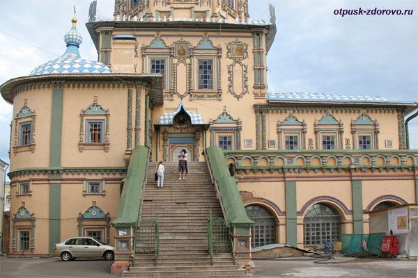 Лестница в Петропавловский собор Казани