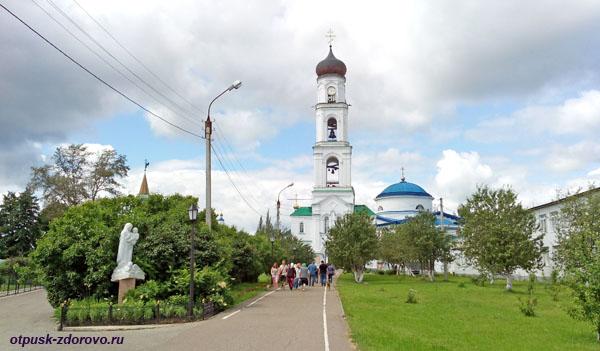Вид на колокольню и Раифский монастырь, Казань