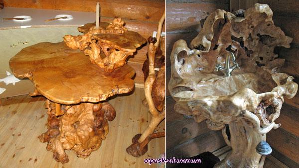 Стол и умывальник (раковина) из дерева
