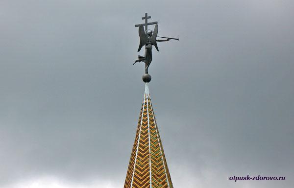 Крест и трубящий ангел на Башне Раифского монастыря