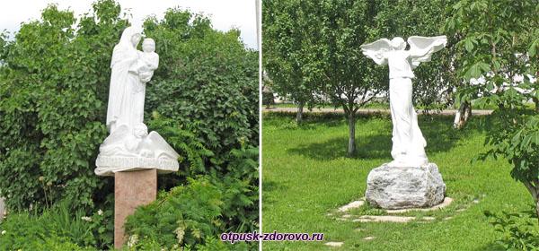 Скульптуры рядом с Раифским Казанским монастырем