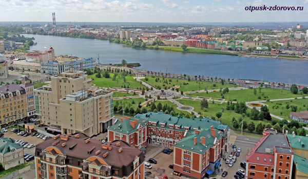 Парк 1000-летия Казани, озеро Нижний Кабан и Старо-Татарская Слобода, вид сверху