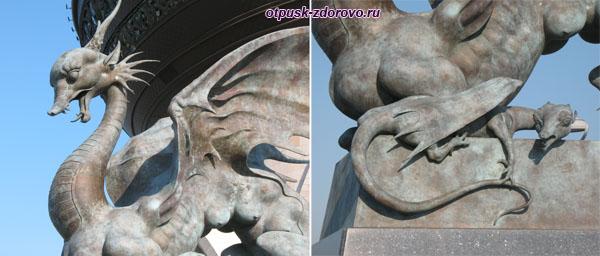 Скульптуры драконов-зилантов возле Казанского ЗАГС-а