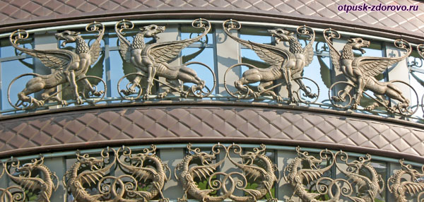 Крылатые драконы на Чаше Казанского ЗАГС-а