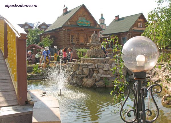 Фонтан и фонари в татарской деревнеТуган Авылым, Казань